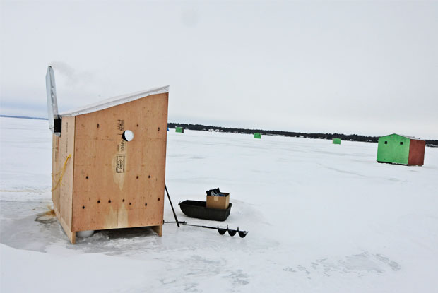 travel-simcoe-ice-fishing