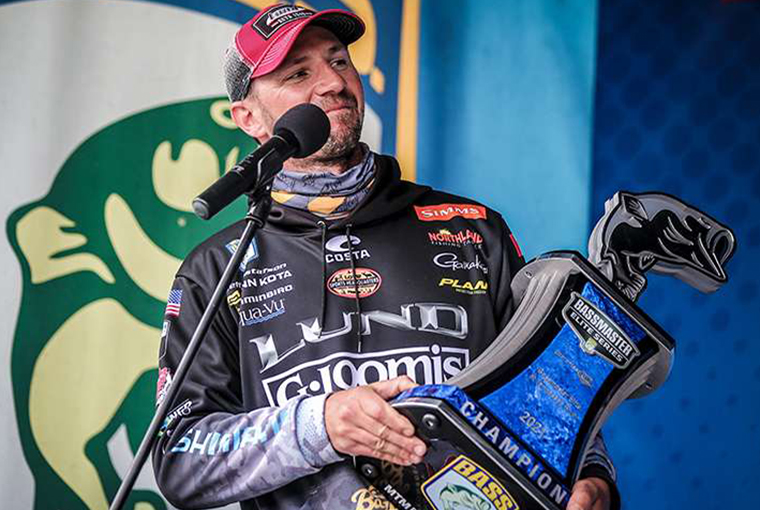 Jeff Gustafson holds the 2021 Guaranteed Rate BASS Elite trophy.